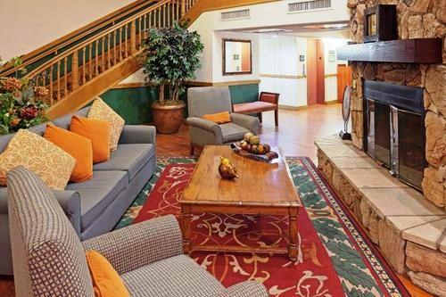 Photo 2 - Country Inn & Suites Scottsdale