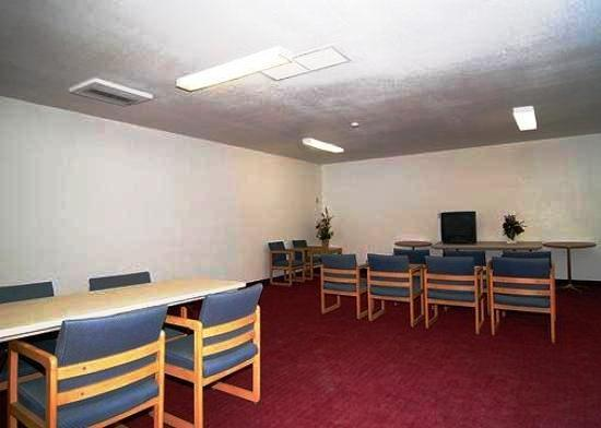 Photo 2 - Econo Lodge Phoenix