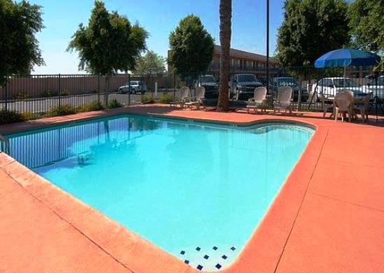 Photo 3 - Econo Lodge Phoenix