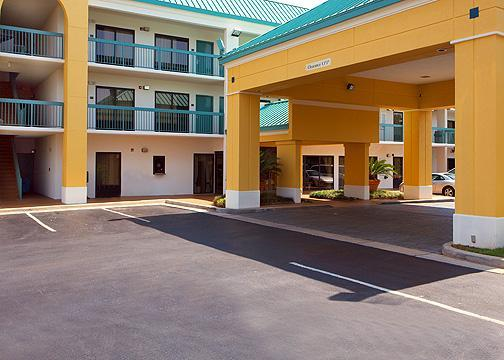 Photo 1 - Econo Lodge Inn & Suites Foley