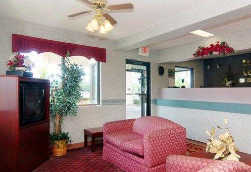 Photo 3 - Econo Lodge Dothan