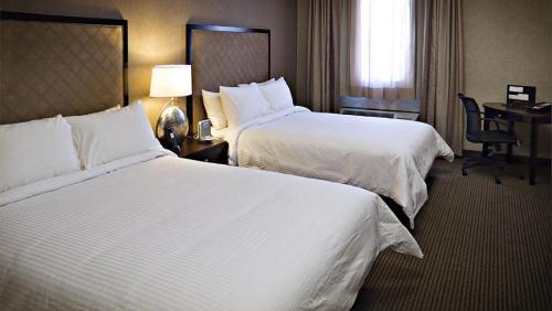Photo 2 - Acclaim Hotel Calgary Airport