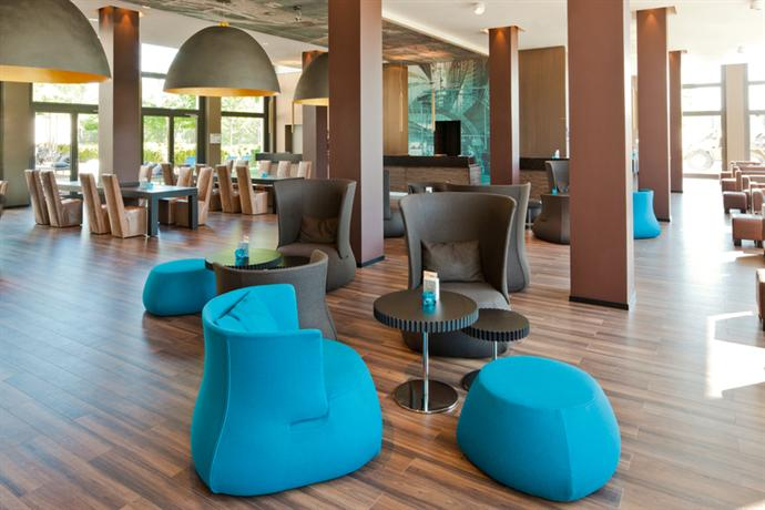 Photo 1 - Motel One Berlin Hauptbahnhof