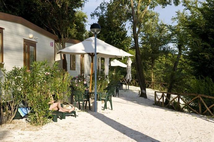 Photo 2 - Flaminio Village Bungalow Park
