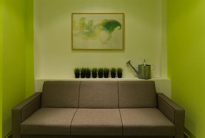 Photo 3 - Colors Budget Luxury Hotel