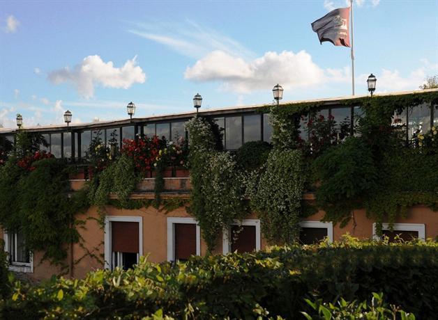 Photo 1 - Grand Hotel Plaza