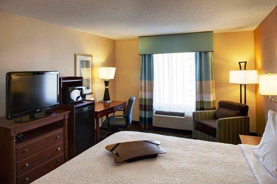 Photo 2 - Hampton Inn & Suites Toronto Airport