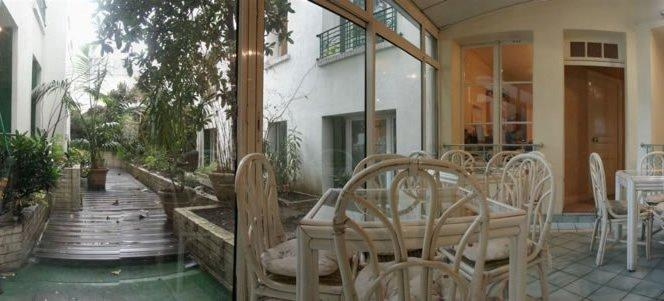 Photo 2 - Hotel Montmartrois