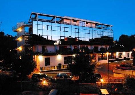 Photo 2 - Zone Hotel