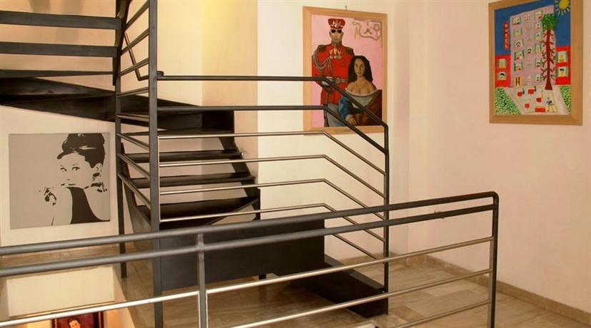 Photo 3 - Hotel Modigliani