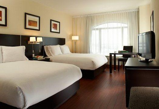 Photo 2 - Holiday Inn Express Hotel & Suites Montreal Airport