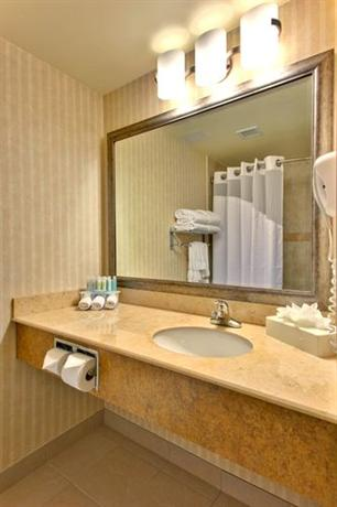 Photo 3 - Holiday Inn Express Hotel & Suites South Edmonton