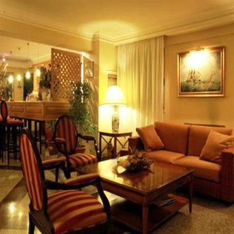 Photo 3 - Aurora Garden Hotel