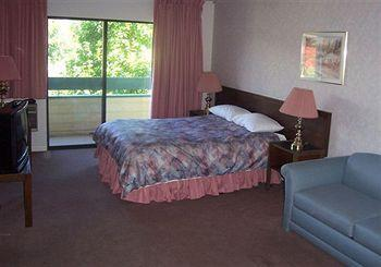 Photo 3 - The Recreation Inn & Suites