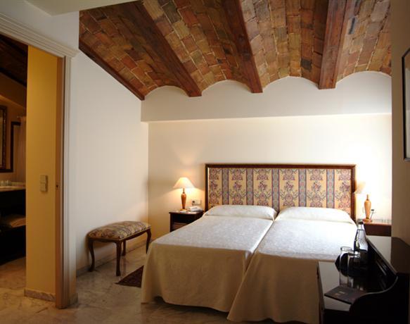 Photo 2 - Ad Hoc Monumental Hotel