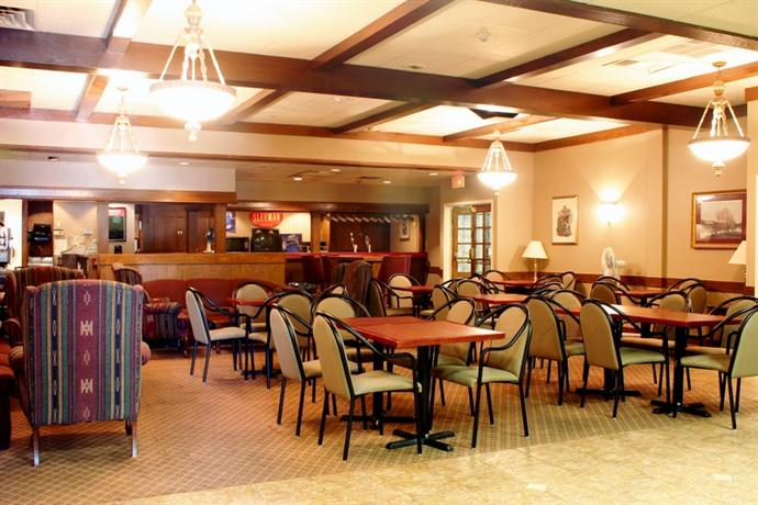 Photo 3 - Howard Johnson Inn & Suites - Toronto East