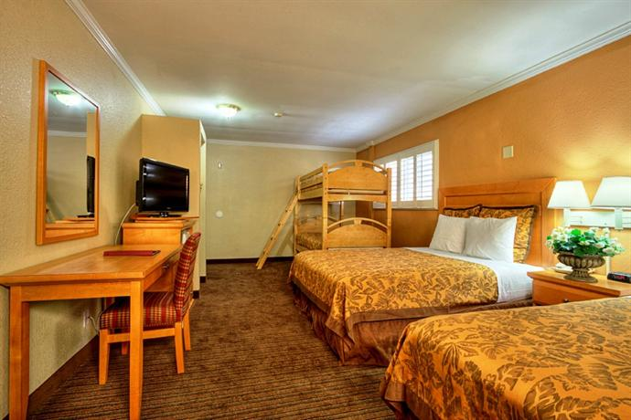 Photo 3 - Islander Inn and Suites