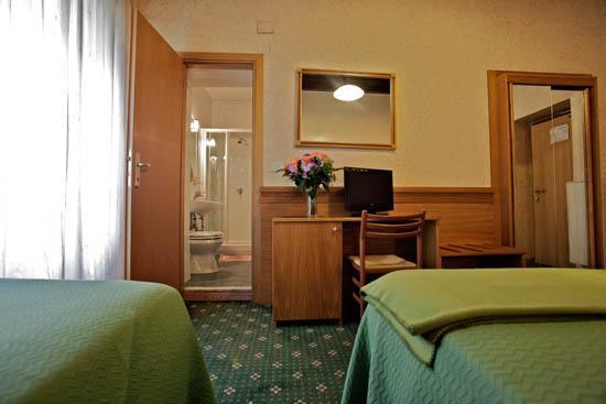 Photo 2 - Hotel Embassy Rome