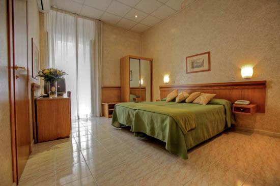 Photo 3 - Hotel Embassy Rome