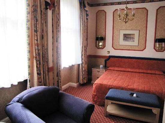 Photo 2 - John Howard Hotel