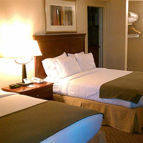 Photo 2 - Baymont Inn & Suites Anaheim