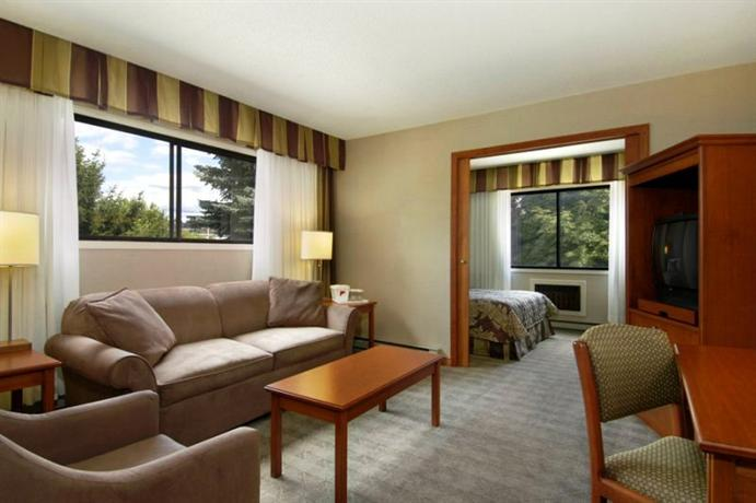 Photo 2 - Ramada Lodge Hotel Kelowna