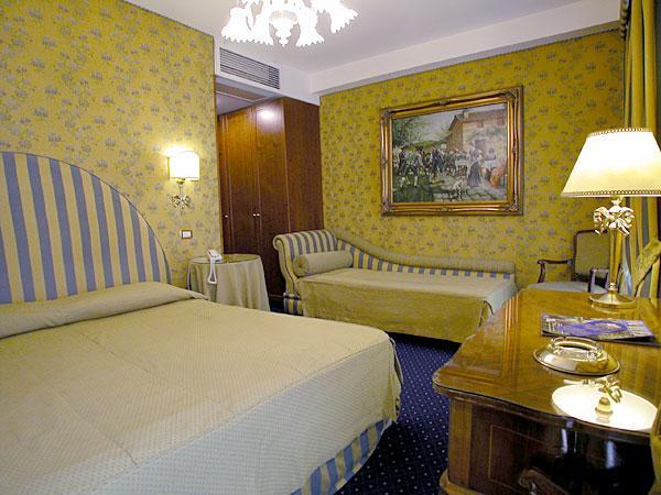 Photo 3 - Hotel Scalinata Di Spagna