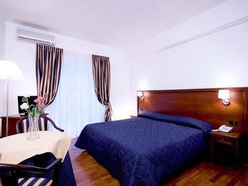 Photo 2 - Inn Rome Rooms & Suites