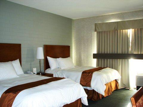 Photo 3 - Norwood Hotel Winnipeg