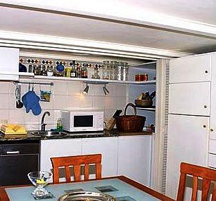 Photo 3 - R292 Phoebe Apartment