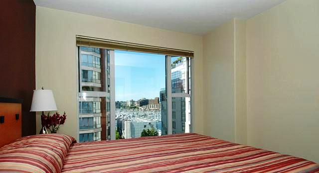 Photo 3 - 910 Beach Avenue Apartment Hotel