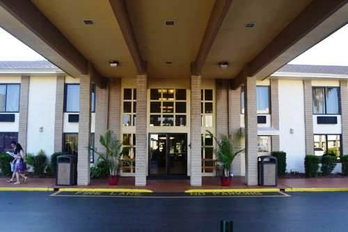 Photo 2 - Days Inn Orlando Universal Maingate