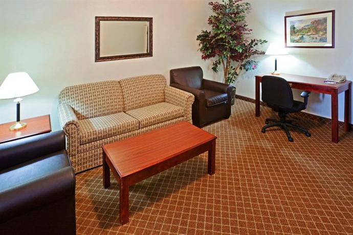 Photo 2 - Holiday Inn Express Hotel & Suites Austin North