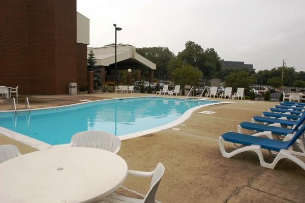 Photo 1 - LivINN Hotel Sharonville
