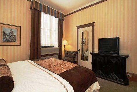 Photo 3 - Hotel Whitcomb