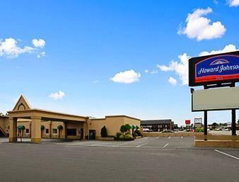 Photo 2 - Howard Johnson Express Inn Sandusky Cedar Point Entrance