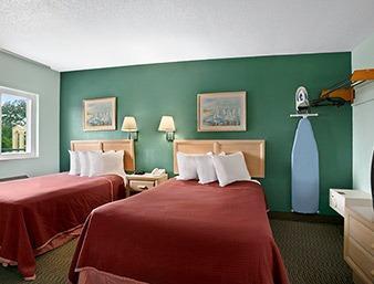 Photo 3 - Howard Johnson Express Inn Sandusky Cedar Point Entrance