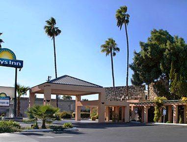 Photo 1 - Days Inn Blackstone Fresno (California)