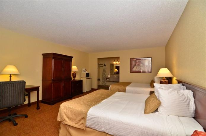 Photo 1 - BEST WESTERN Pine Springs Inn
