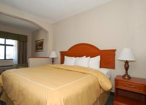 Photo 1 - Country Inn & Suites Oklahoma City