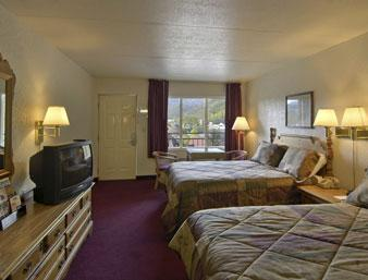 Photo 3 - Howard Johnson Inn Gatlinburg