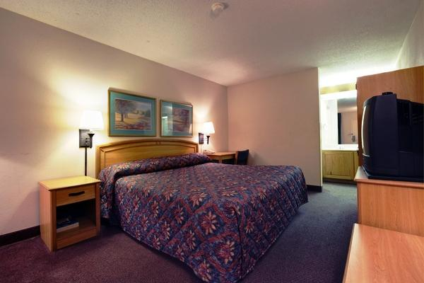 Photo 2 - Americas Best Value Inn Memphis
