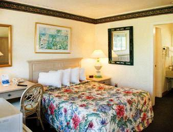 Photo 2 - Days Inn - Pensacola Historic Downtown