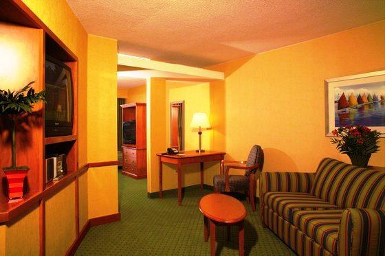 Photo 2 - Fairfield Inn & Suites Virginia Beach Oceanfront