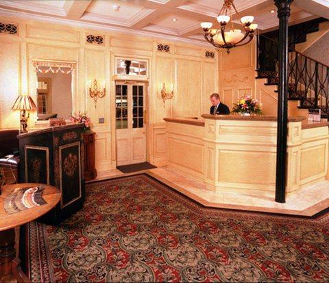Photo 2 - Place d'Armes Hotel