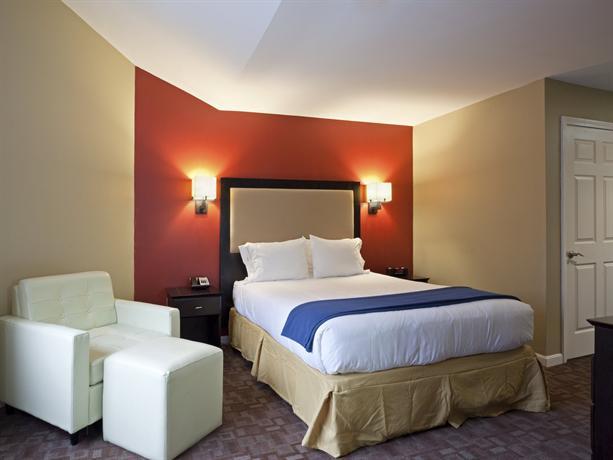 Photo 2 - Holiday Inn Express Hotel & Suites Boston Garden