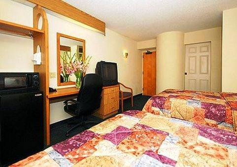 Photo 2 - Econo Lodge Inn & Suites Raleigh
