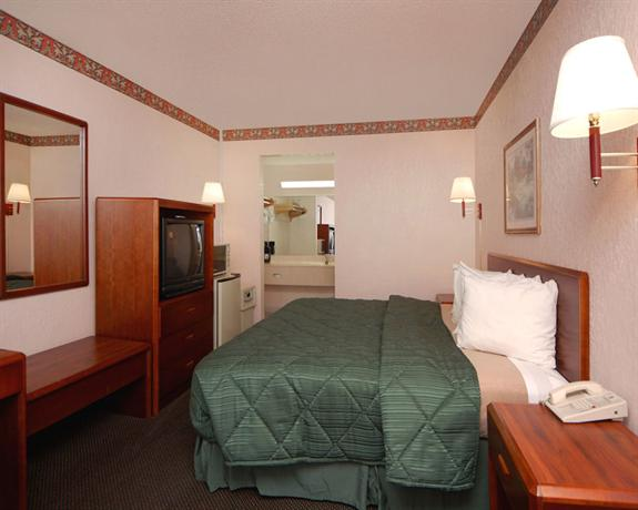 Photo 1 - America's Best Inn and Suites Altamonte Springs