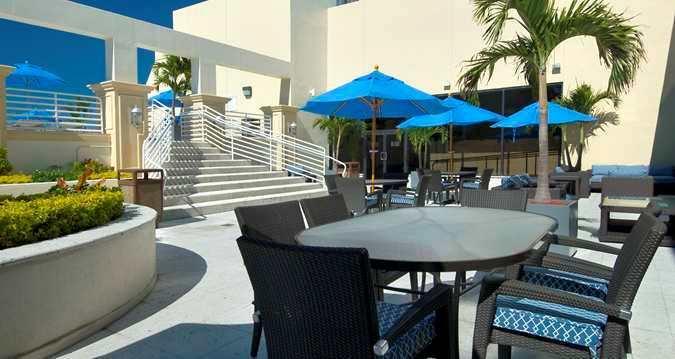 Photo 3 - Hilton Miami Downtown