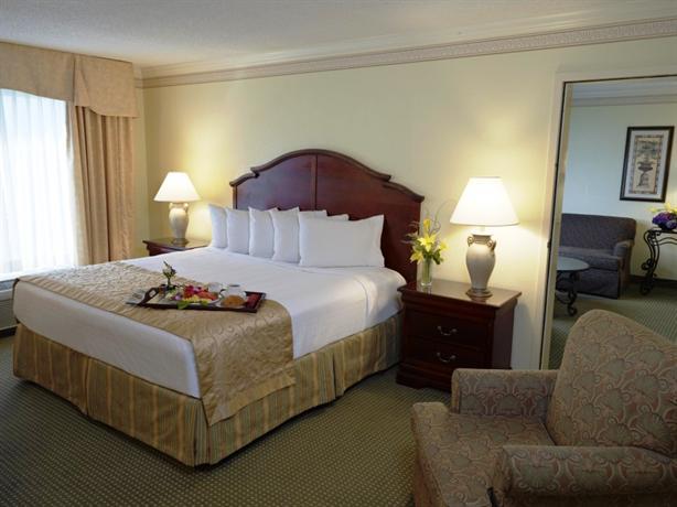 Photo 3 - Rosen Plaza Hotel